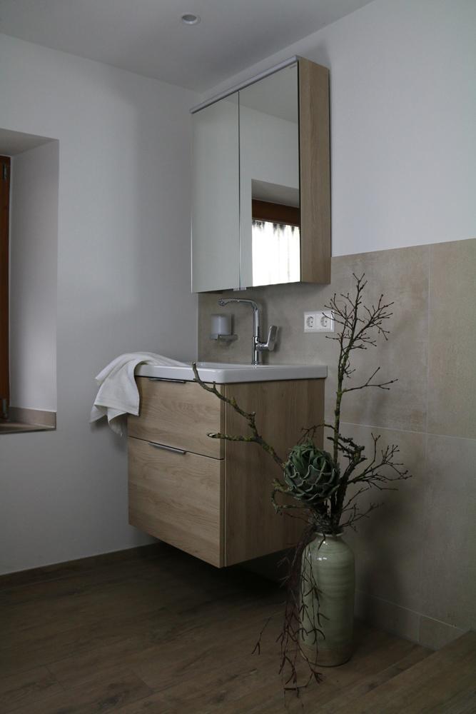 Das Neue Bad Wird Nicht Nur Durch Entsprechend Naturnahe Deko Artikel  Gestalterisch Abgerundet, Sondern überzeugt Auch Mit Anderen, Geschickt  Eingebauten ...